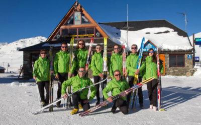 Nuevo uniforme de los profesores de esquí nórdico en Beret