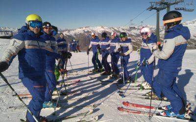 El equipo de profesores de Ski camp realizó un curso orientado al club